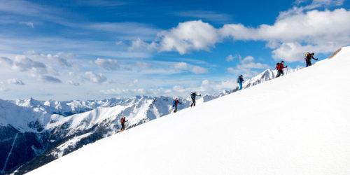 Skihochtourengeher im Aufstieg