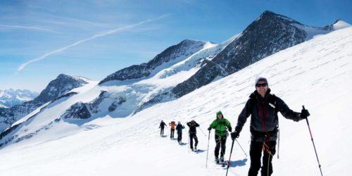Skitourengruppe am Großvenediger mit Sonnenschein