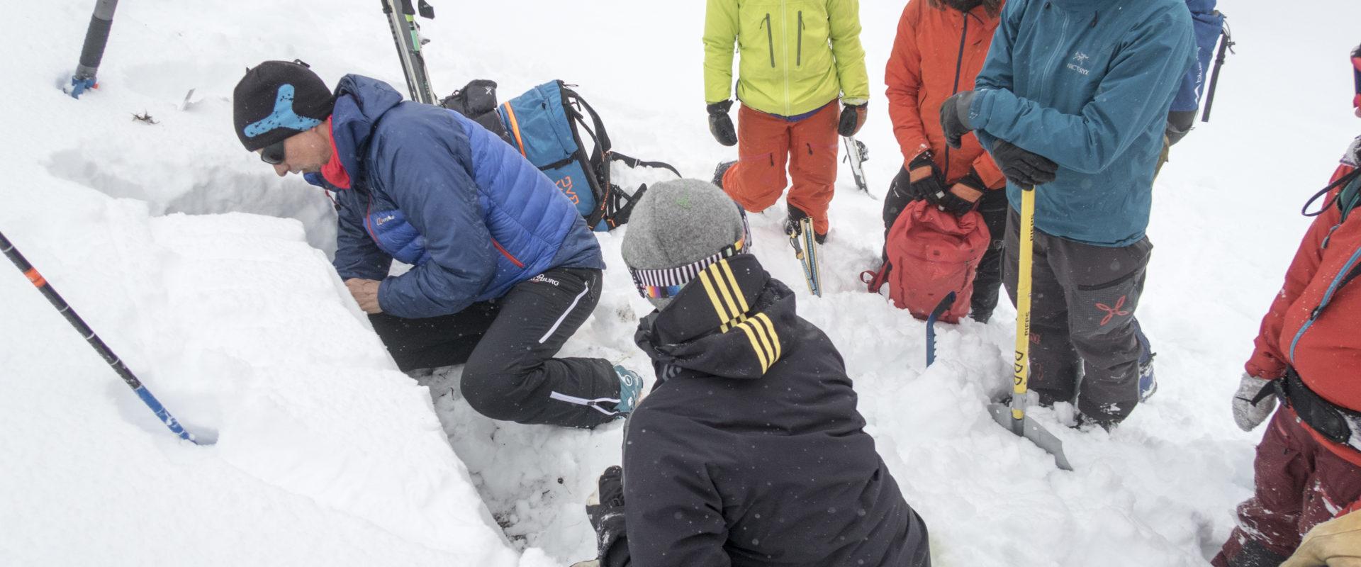 Winterfortbildung mit Bernd Niedermoser von der ZAMG-Salzburg mit Schneedeckenanalyse