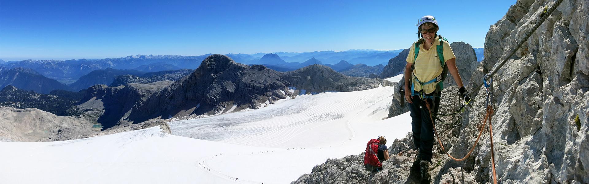 Bergsteigerin am Schultersteig auf den Dachstein