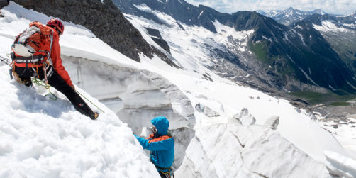 Spaltenbergung lernen an Gletscherspalte zur Kamerardenrettung.